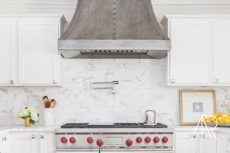 White tile marble kitchen backsplash via Alyssa Rosenheck