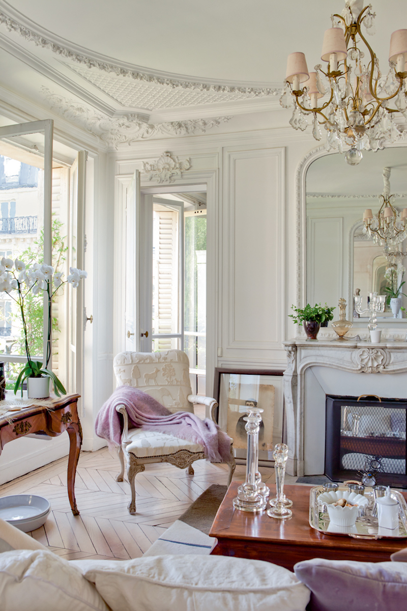 french interiors} A Vintage Elegant Parisian Apartment