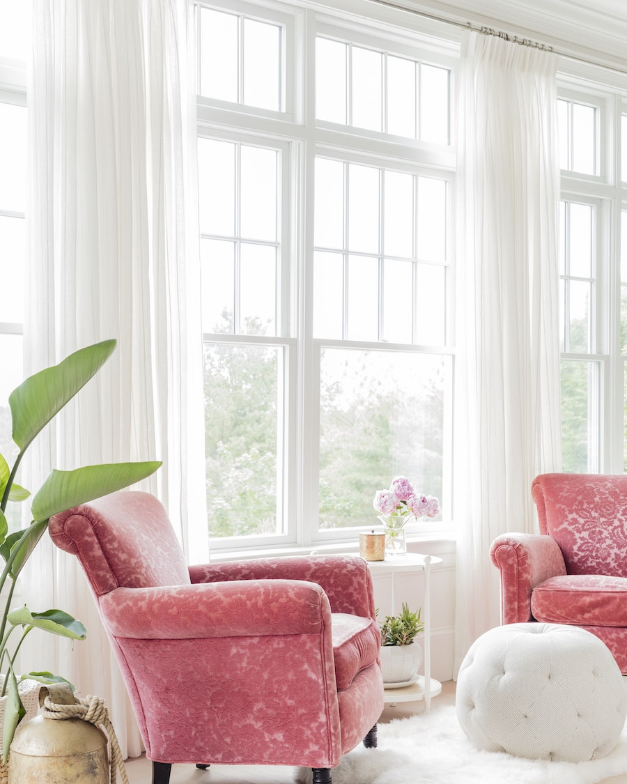 6 favorite pink accent chairs for the living room for Living room with accent chairs