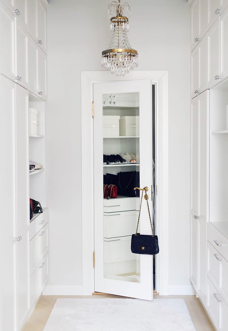 Alexa Dagmar walk in closet with mirrored door