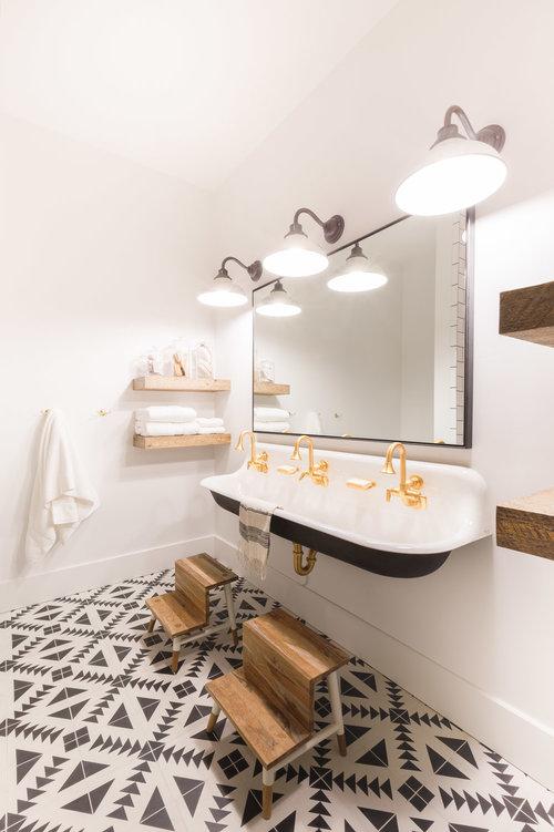 Industrial bathroom by Nicole Davis
