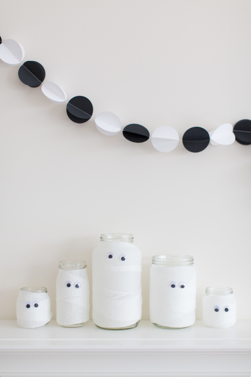 DIY Black And White Halloween Garland