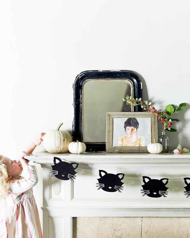 DIY Halloween Decorations: Black Cat Garland Banner