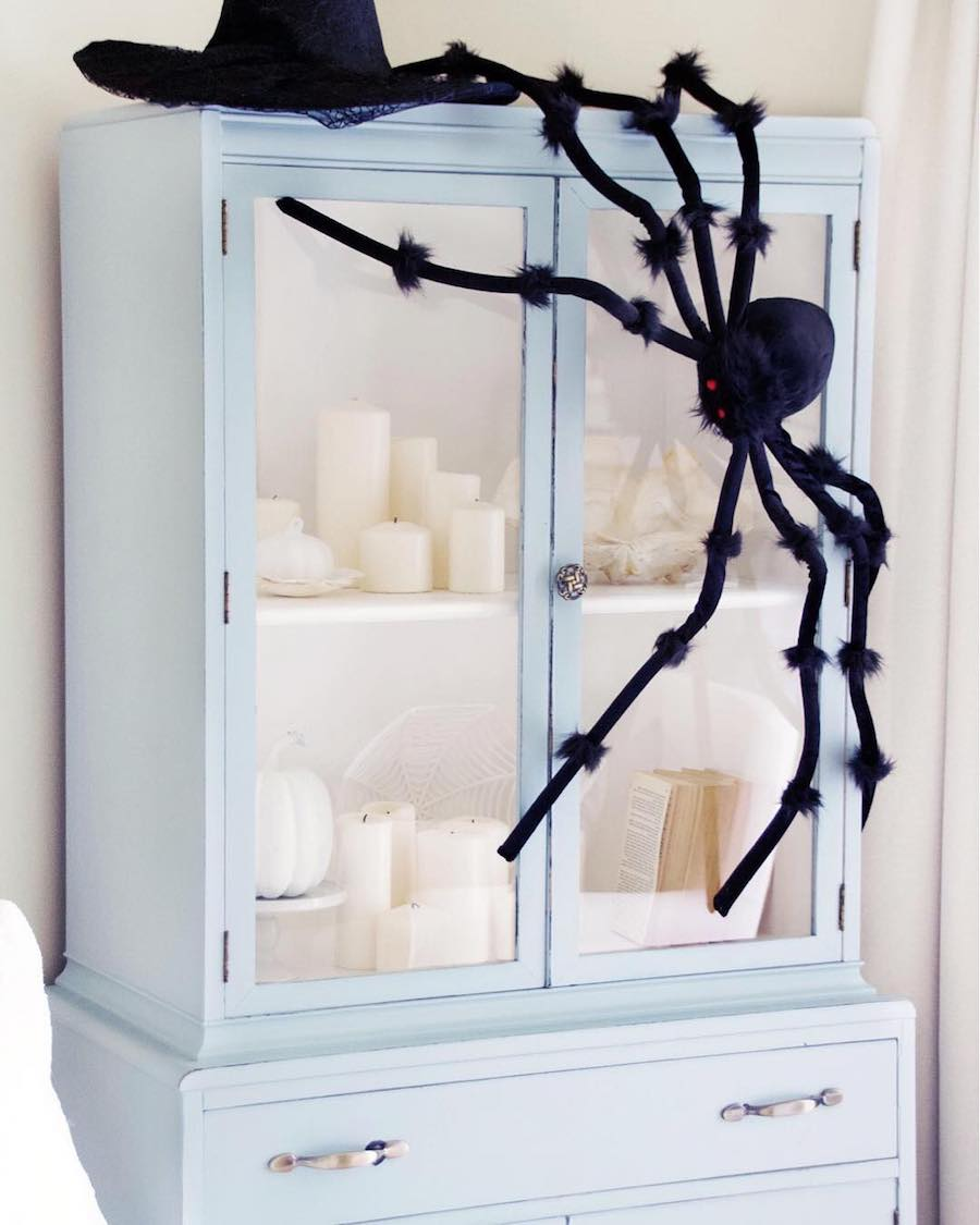 Halloween Decor Ideas Giant Back Spider Via Paint Me Pink