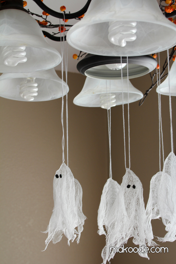 Mini Hanging Ghosts DIY Halloween Decor Projects