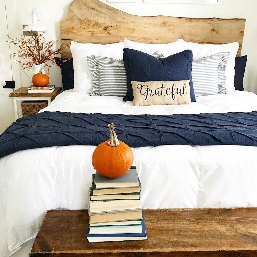 Thanksgiving Bedroom Decor via @thedahlfarmhouse #ThanksgivingHomeDecor