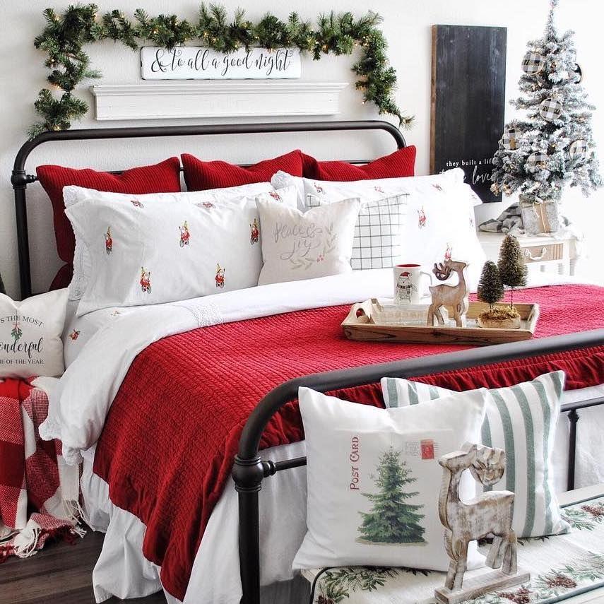 Cozy Christmas Bedroom Decor via @faithandchloedesigns