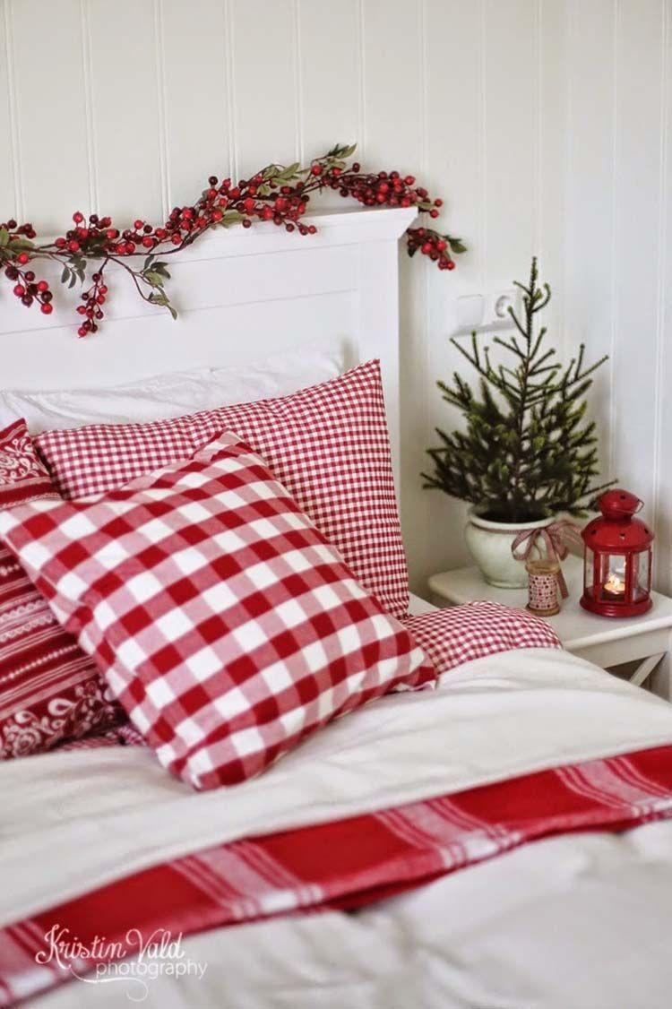 Cozy Christmas Bedroom Decor with Holly via @kristinvald_photography