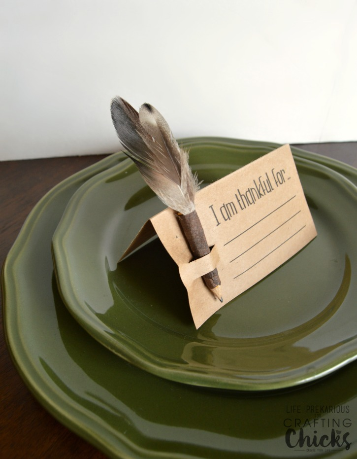 DIY Write What You Are Thankful For Thanksgiving Place Card Via Thecraftingchicks