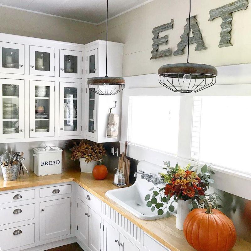 Fall Kitchen Decor Ideas @thedahlfarmhouse