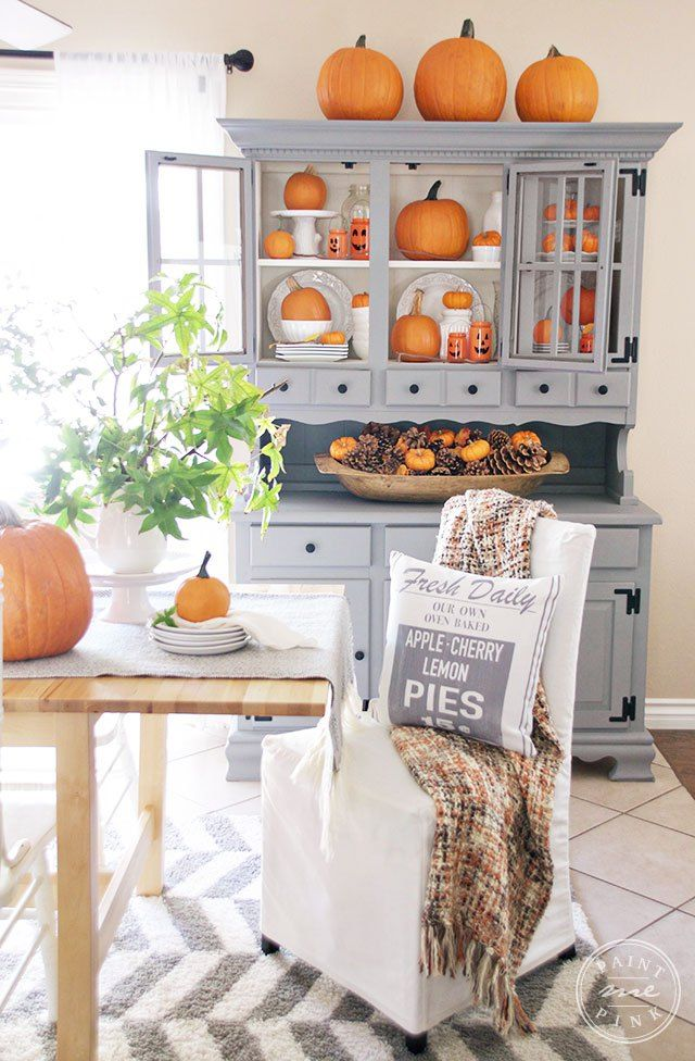 Orange Pumpkins Fall Dining Room Decor Ideas via Paintmepink
