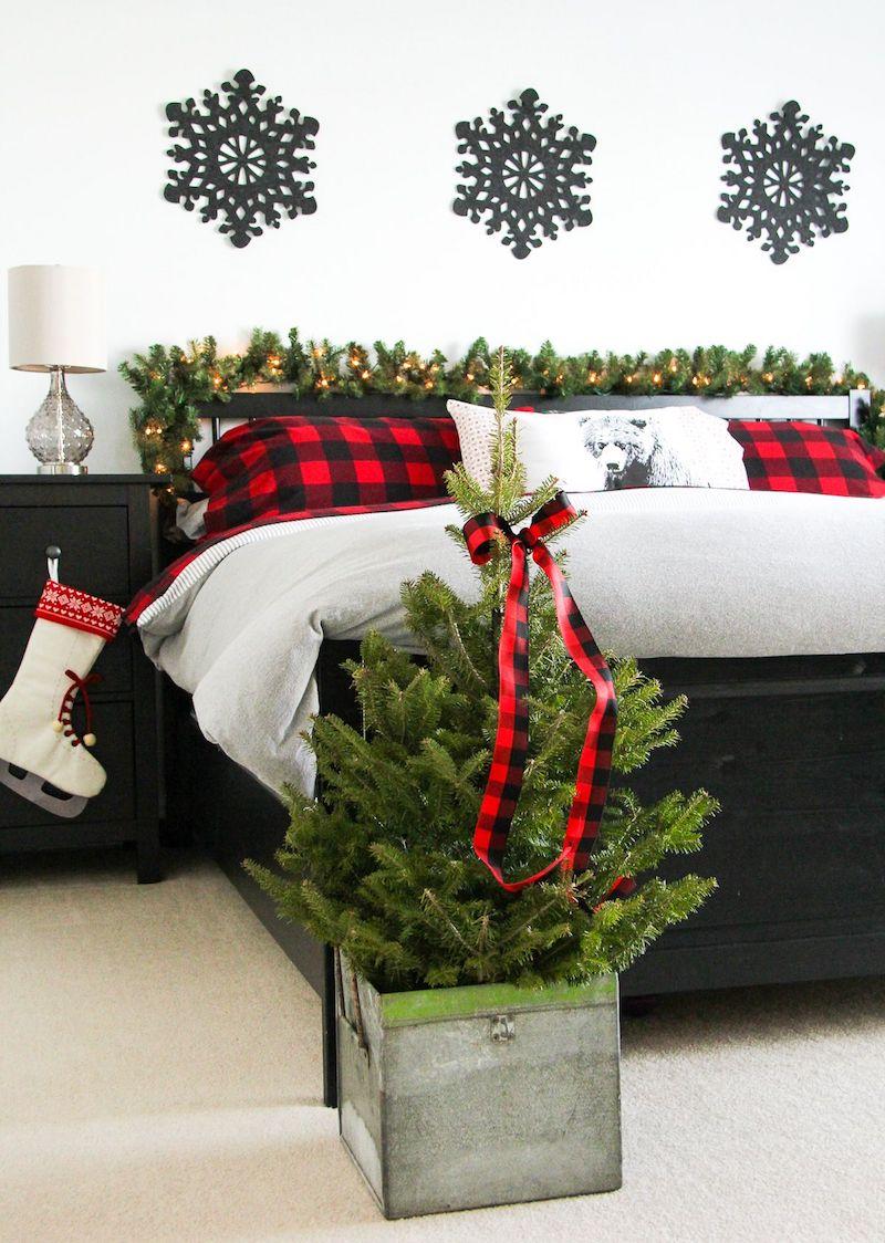Red and Black Christmas Bedroom Decor via aprettylifeinthesuburbs
