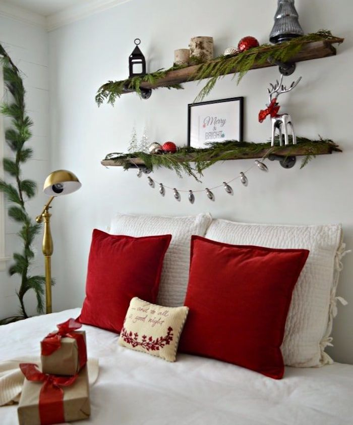 Red and Green Christmas Bedroom Decor via chatfieldcourt