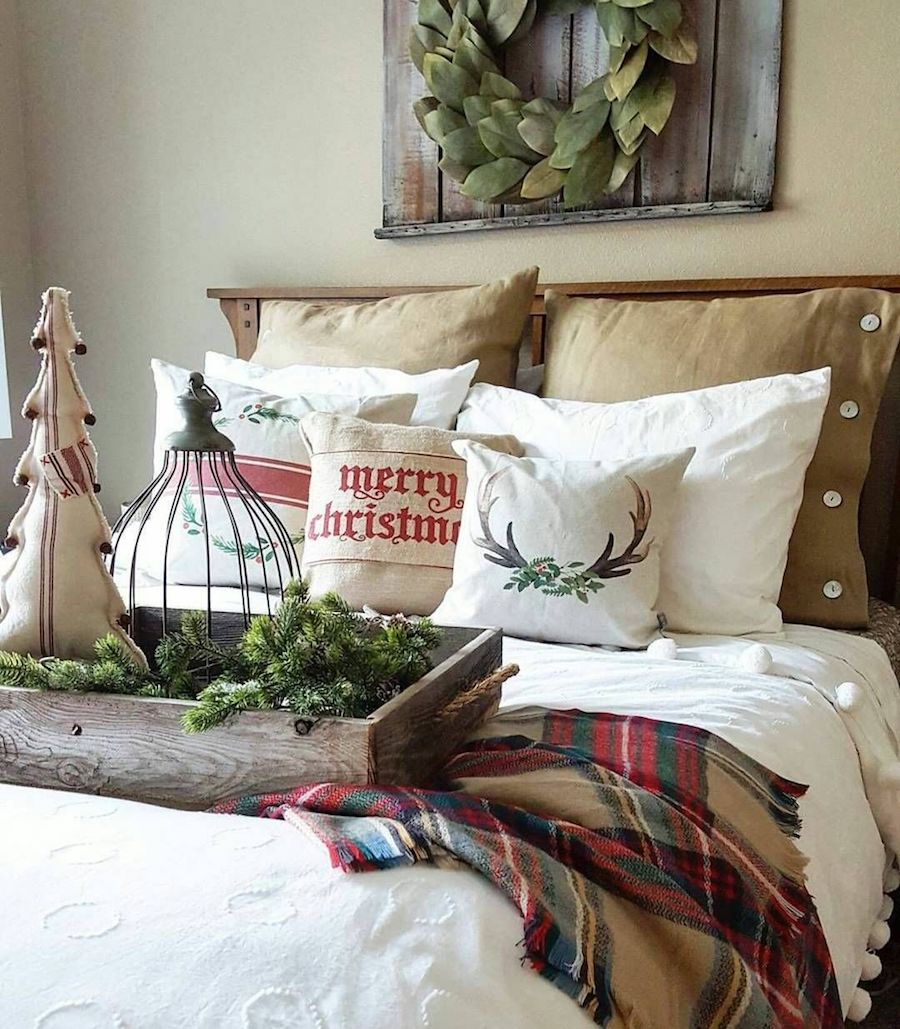 Rustic Christmas Bedroom Decor via @jodie.thedesigntwins