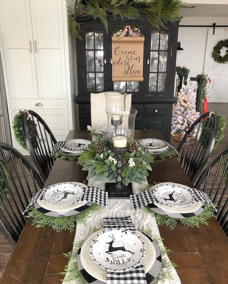 Black and Green Christmas Tablescape via @hipandhumblestyle
