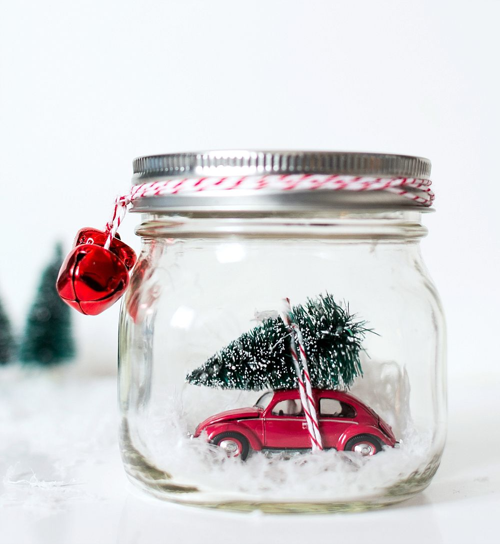 Car in a Jar Snow Globe DIY Project for Christmas via masonjarcraftslove #Christmas #ChristmasDecor #ChristmasDIY #DIYDecor