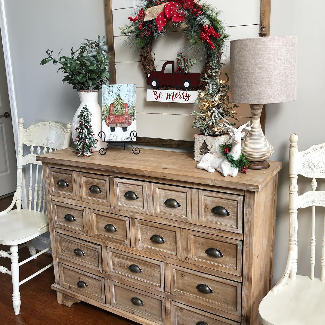Christmas Entryway with Wooden Console Chest via @wilshire_collections #ChristmasDecor #ChristmasHome