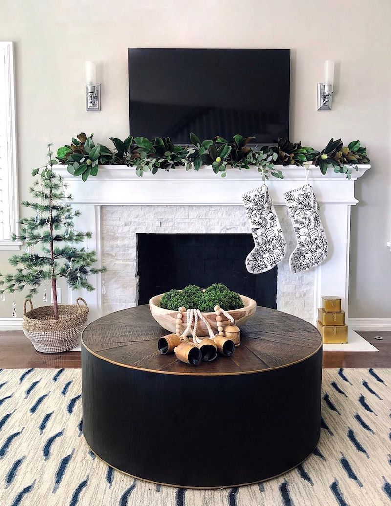 Christmas Mantel with TV via @theheartandhaven