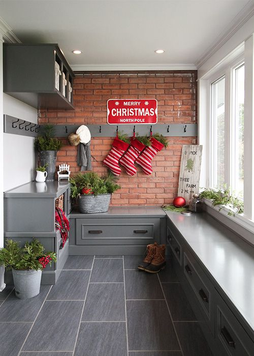Christmas Mudroom Decor via CreeklineHouse #ChristmasDecor #ChristmasHome