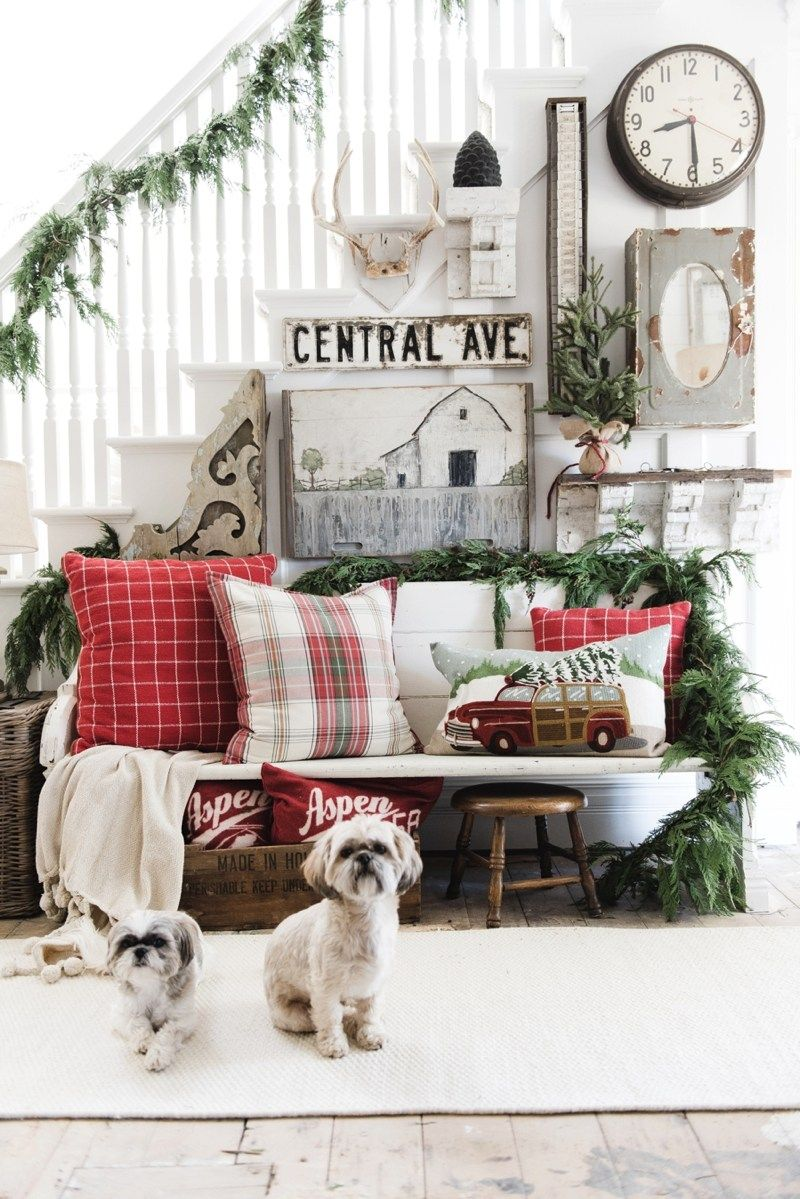 Christmas Plaid Pillow Entryway via lizmarieblog #ChristmasDecor #ChristmasHome