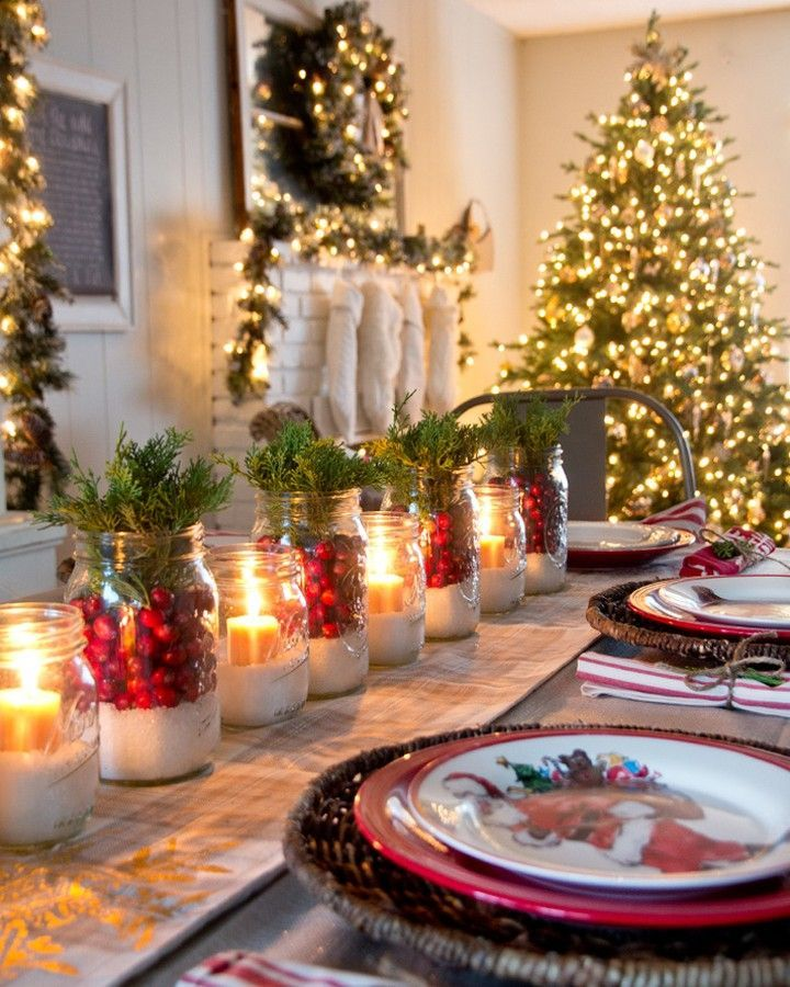 Cranberry Mason Jar Christmas Tablescape via @yellowblissroad