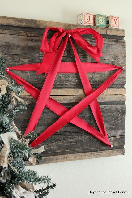DIY Rustic Ribbon Star Decor via beyondthepicket-fence #Christmas #ChristmasDecor #ChristmasDIY #DIYDecor