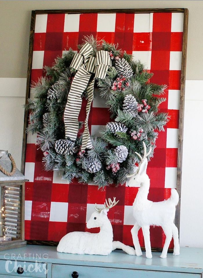 DIY Wood Plank Wall Art via thecraftingchicks #Christmas #ChristmasDecor #ChristmasDIY #DIYDecor