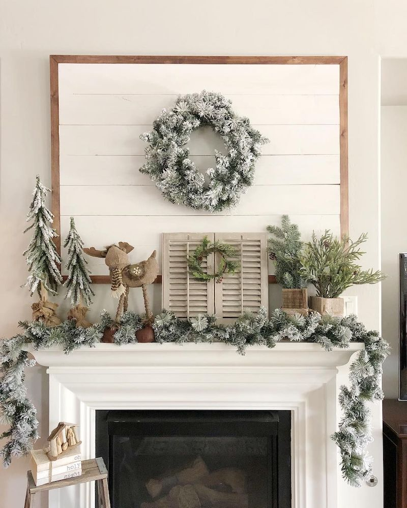 Evergreen Christmas Mantel via @mylissadennis