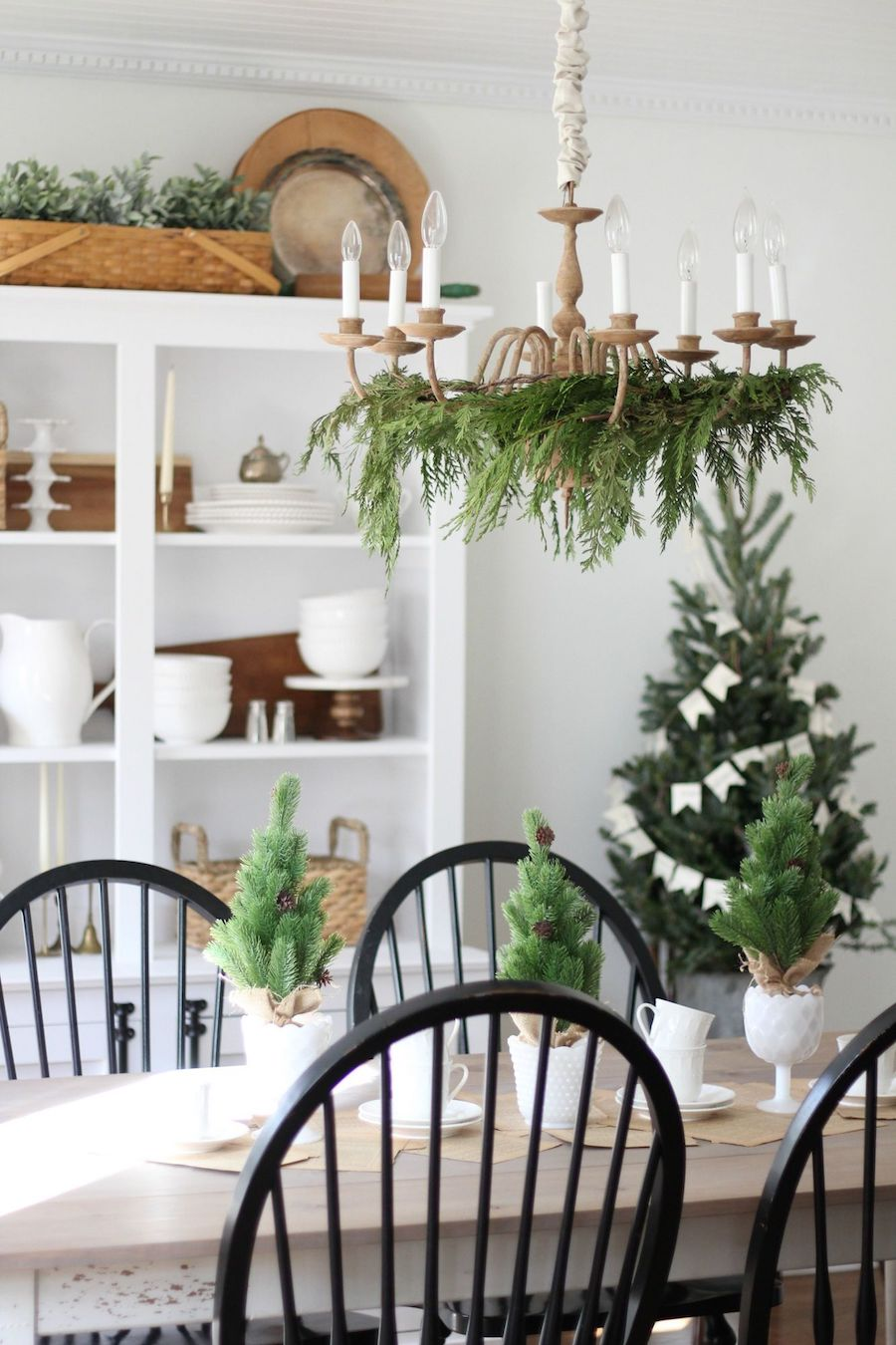 Image of: 21 Christmas Dining Room Decor Ideas
