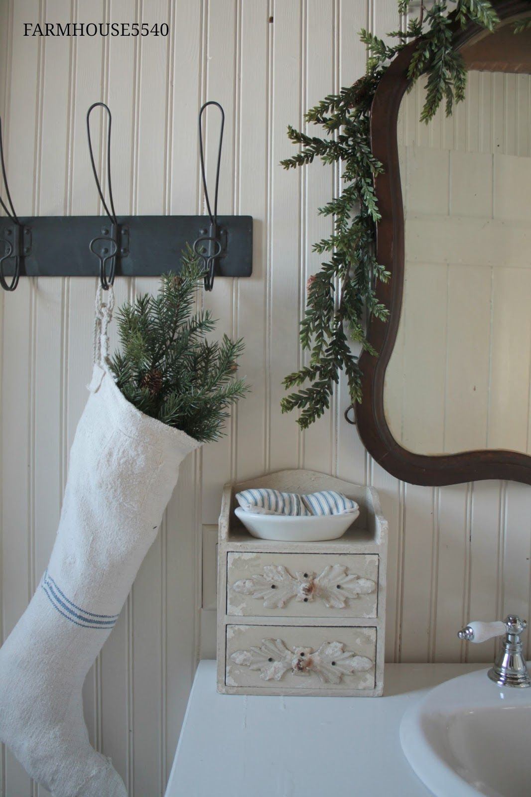 Farmhouse Christmas Bathroom via farmhouse5540 #ChristmasDecor #ChristmasBathroom
