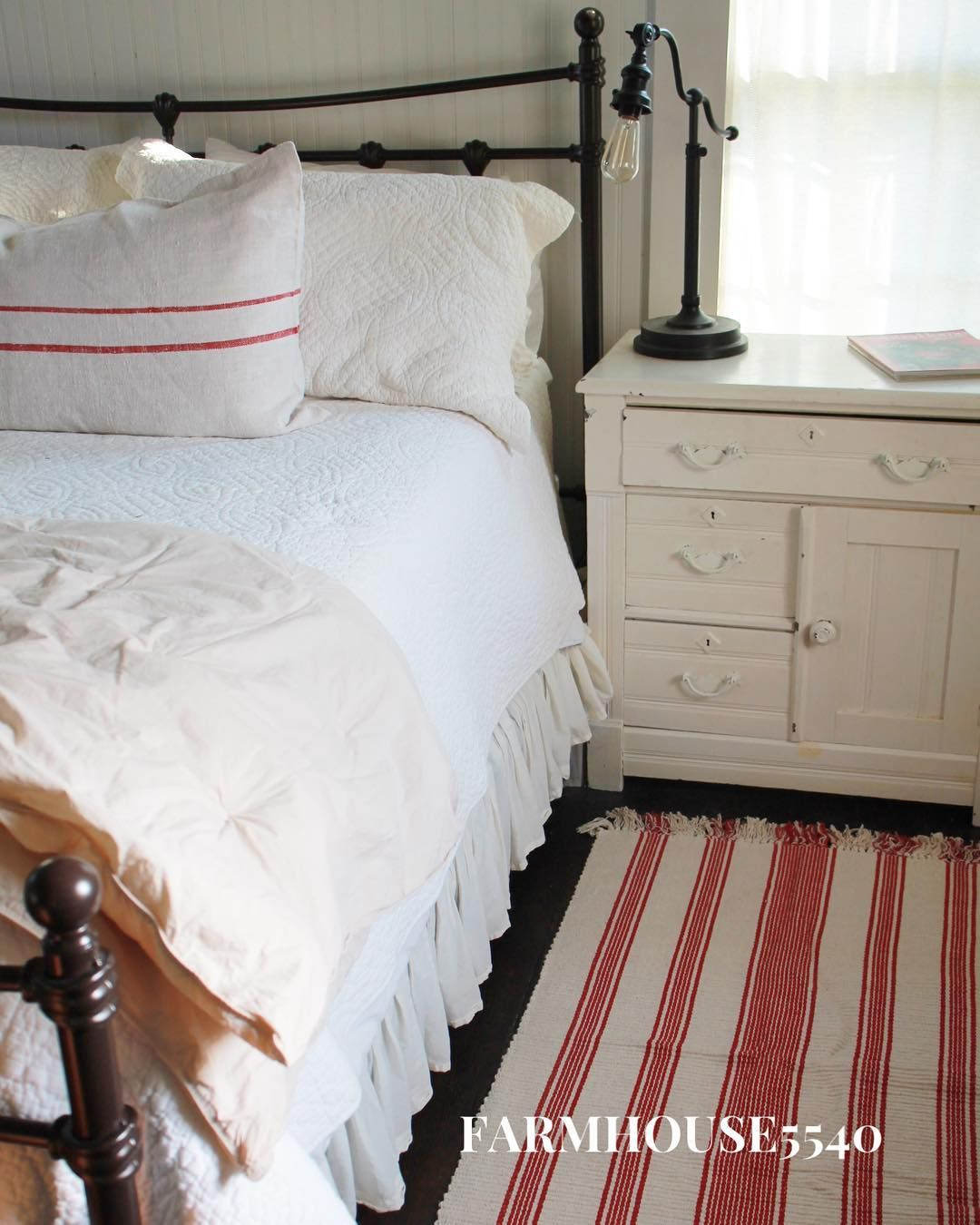 Farmhouse Christmas Bedroom with Red Textiles via @farmhouse5540
