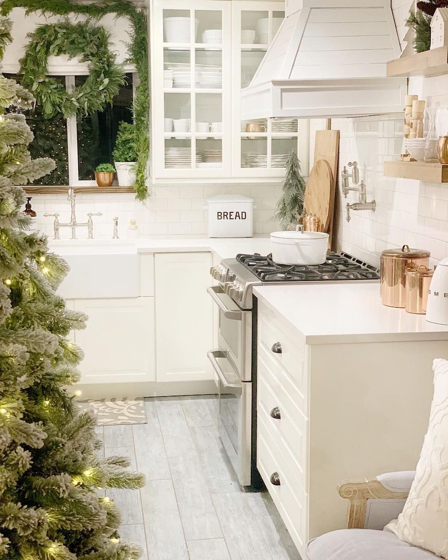 Farmhouse Christmas Kitchen @dreamingofhomemaking