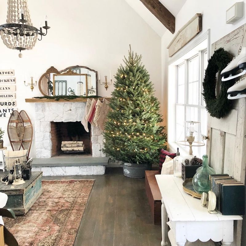 Farmhouse Christmas Living Room via @thelittlewhitefarmhouse