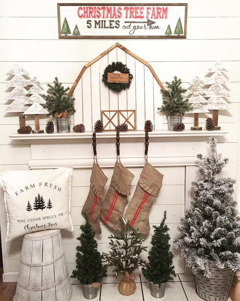 Farmhouse Christmas Mantel Decor via @mycarolinafarmhouse