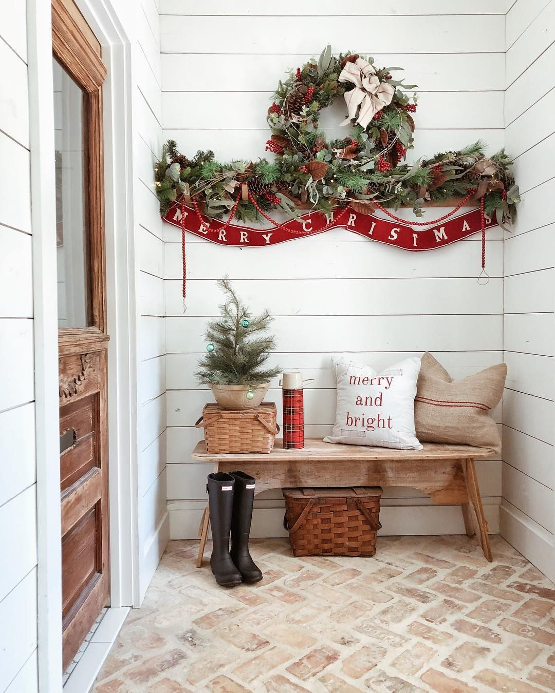 Festive Christmas wreath with Wooden Farmhouse Bench at the Entryway @whitetailfarmhouse #ChristmasDecor #ChristmasHome