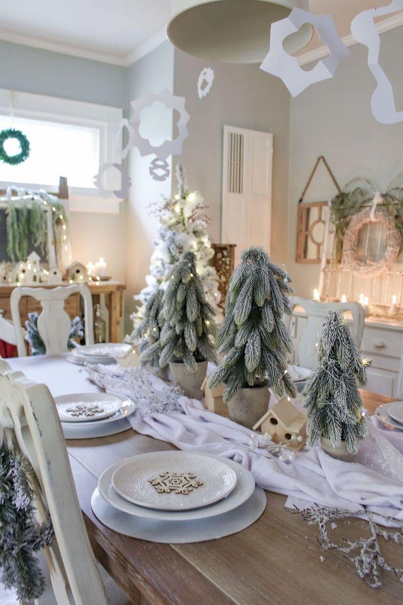 Flocked Christmas Tree Centerpiece via aratariathome #ChristmasDecor #ChristmasDiningRoom
