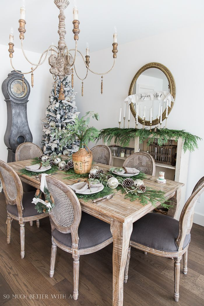 French Country Christmas Dining Room Decor via somuchbetterwithage #ChristmasDecor #ChristmasDiningRoom