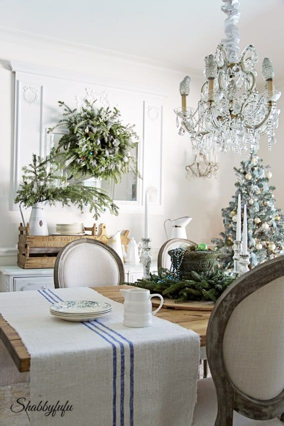 French Country Christmas Dining Room via Shabbyfufu #FrenchCountry #FrenchChristmas #FrenchCountryDecor