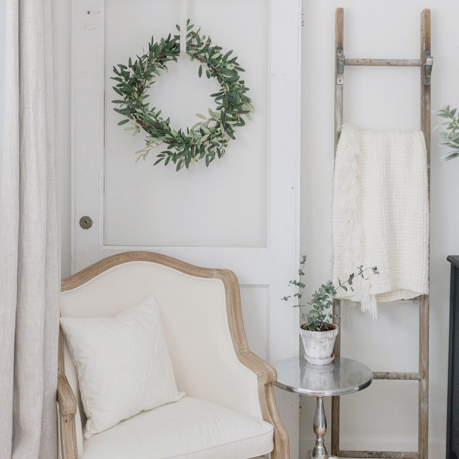 French Country Christmas Side Chair and Wreath via @makingitinthemountains #FrenchCountry #FrenchChristmas #FrenchCountryDecor