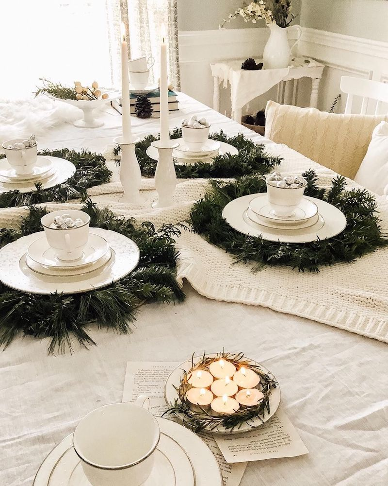 French Country Christmas Tablescape via @the.hydrangea.house