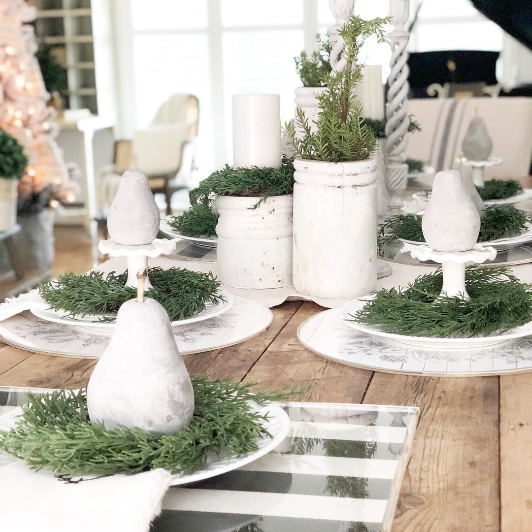 French Farmhouse Christmas Tablescape via @robyns_frenchnest