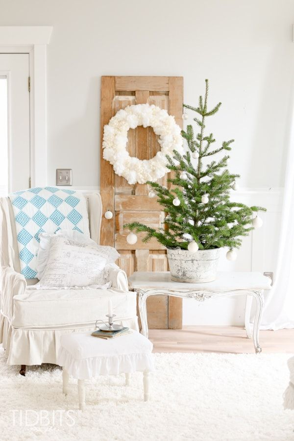 French Farmhouse Christmas via tidbits-cami #FrenchCountry #FrenchChristmas #FrenchCountryDecor