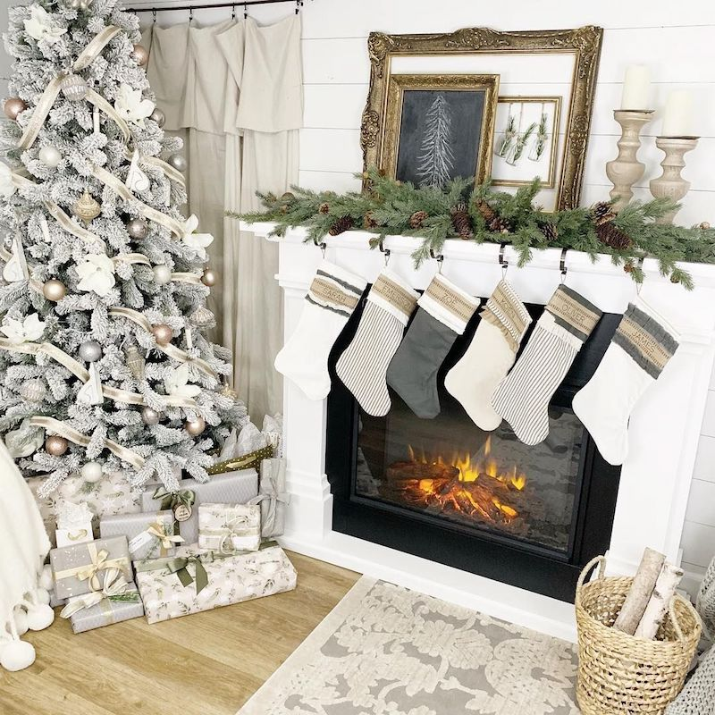 Gold Mirrors on Farmhouse Christmas Mantel via @dreamingofhomemaking