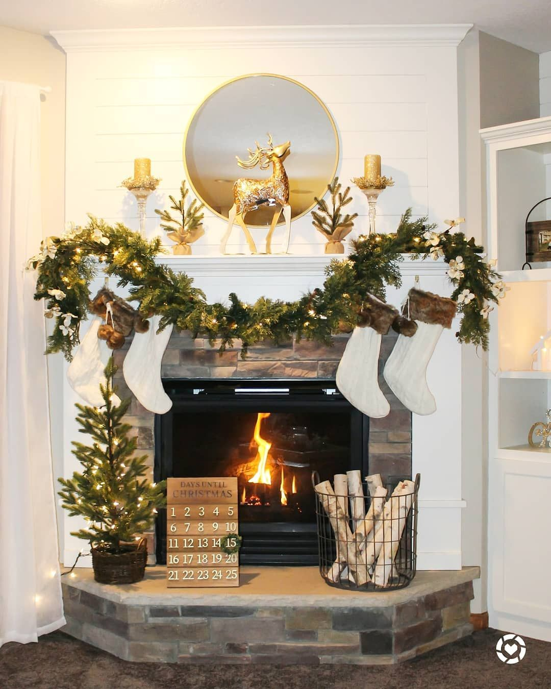 Gold Reindeer Christmas Mantel via @lakegirlliving