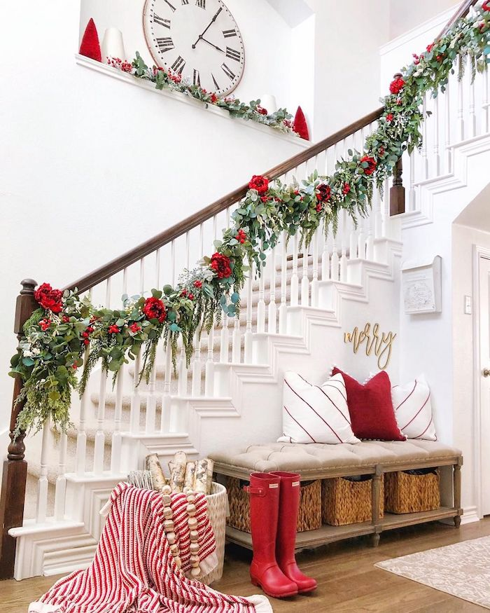 14 Staircases Design Ideas: 15 Festive Christmas Staircase Decor Ideas