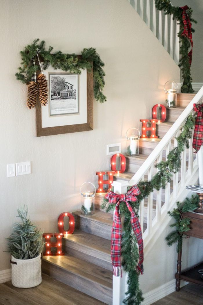15 Festive Christmas Staircase Decor Ideas