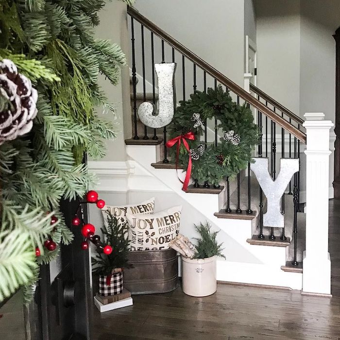 JOY Sign Staircase Decor for Christmas via @sagelantern