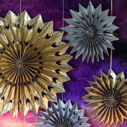 Metallic Paper Medallions via liagriffith