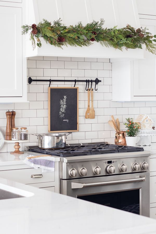 Modern Christmas Kitchen via thelilypadcottage