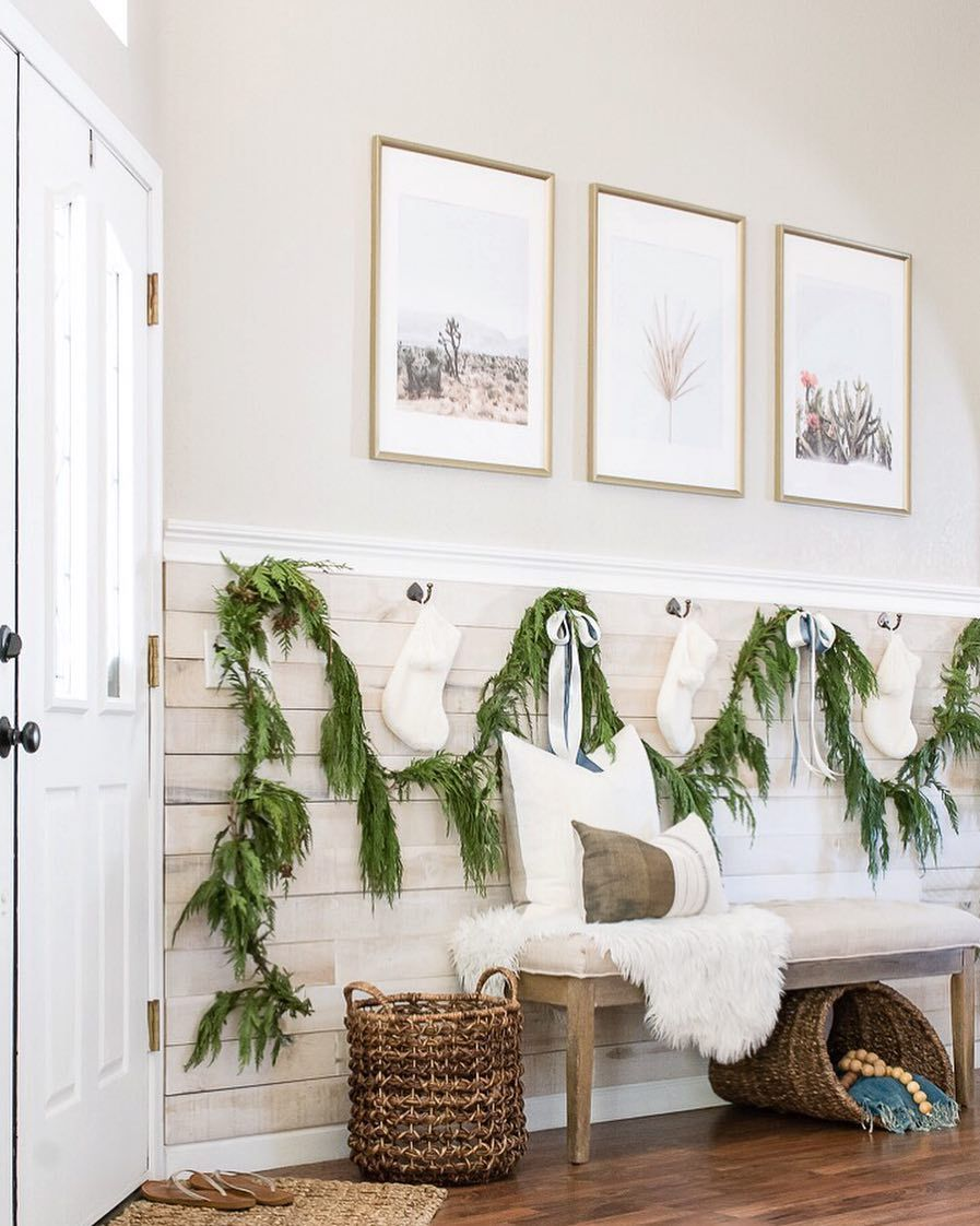 Modern Farmhouse Christmas Entryway via @christina_goldsmith